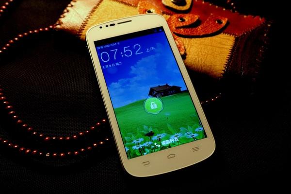 """ZTE ra mắt điện thoại """"nhái"""" Galaxy S III 1"""