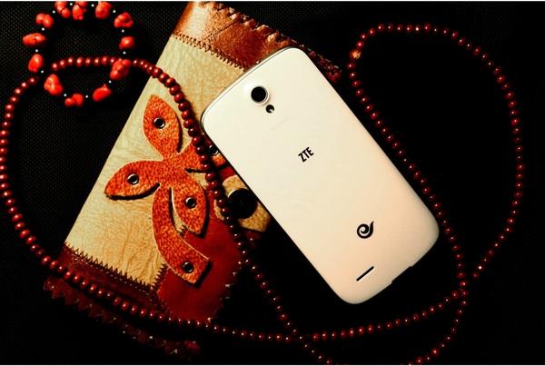 """ZTE ra mắt điện thoại """"nhái"""" Galaxy S III 2"""