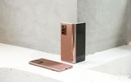 Mở hộp điện thoại gập đôi không gãy của Samsung: Cái gì cũng đẹp, mỗi tội giá dễ ngất