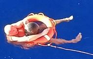 Rơi khỏi tàu biển và lênh đênh suốt 14 giờ, vị kỹ sư 52 tuổi sống sót nhờ bám vào rác