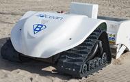 Chạy bằng năng lượng máy trời, chiếc máy hút bụi thông minh khổng lồ có thể sàng lọc cát và dọn rác bãi biển