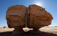Al Naslaa - Khối đá bí ẩn hơn 4.000 năm tuổi tại Ả Rập Xê Út