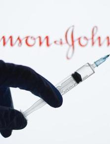 Tại sao Johnson & Johnson đặt cược tới 1 tỷ USD để làm vắc-xin COVID-19 đơn liều và nó cho hiệu quả đến đâu?