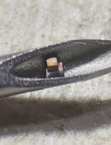 Các nhà khoa học tạo ra chip đơn nhỏ nhất thế giới, nằm gọn trong mũi kim để tiêm vào cơ thể