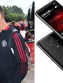 Tài sản 500 triệu USD nhưng Ronaldo vẫn nghe gọi bằng điện thoại Trung Quốc đời cũ, dùng vài năm vẫn không chịu 'lên đời'