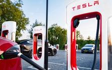"""Lỗ hổng phần mềm trong trạm sạc Superchargers của Tesla giúp nhiều chủ xe điện thương hiệu khác """"hưởng sái"""""""