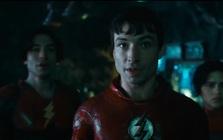 """The Flash tung teaser mới: 2 Barry Allen cùng xuất hiện, Batman """"cũ"""" trở lại, DCEU chính thức bước vào đa vũ trụ"""