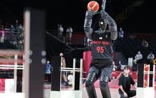 Toyota ra mắt robot bóng rổ tại Olympic Tokyo, ném 3 điểm trúng liên tục như 'hack' khiến siêu sao bóng rổ cũng phải chịu thua