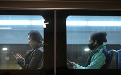 Nghiên cứu mới gây sốc về coronavirus: Tồn tại tới 28 ngày trên thủy tinh, tiền tệ, smartphone