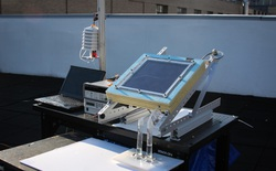 Sử dụng năng lượng Mặt Trời, thiết bị này lấy được nước từ không khí khô hanh như sa mạc
