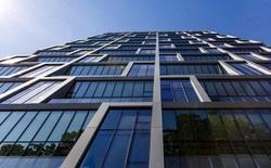 Thử nghiệm loại kính cửa sổ bằng chất lỏng mới giúp giảm nhiệt độ các tòa nhà và tiết kiệm điện năng