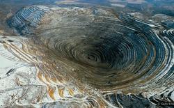 Trong cơn khát của cải vật chất, con người trải sẹo trên bề mặt Trái Đất