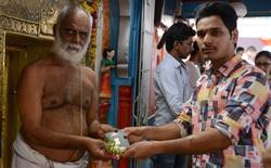 Kỹ sư CNTT Ấn Độ nườm nượp đi đền cầu 'Thần Visa' để được cấp hộ chiếu sang Mỹ