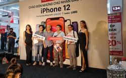 iPhone 12 chính hãng mở bán tại VN: Hàng trăm người xếp hàng chờ nhận máy, bản Pro Max vẫn được quan tâm nhất