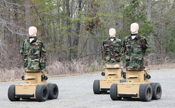 Quân đội Mỹ dùng robot có thể chửi thề bằng 57 ngôn ngữ nếu bị bắn trúng làm bia tập bắn