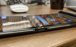 Màn hình của Motorola Razr bị bong sau một tuần sử dụng