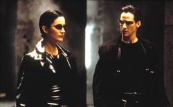 """Tiếp tục là cảnh quay hành động trong The Matrix 4: Trinity """"bật mode"""" quái xế, đèo Neo với tạo hình chẳng khác gì John Wick"""