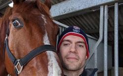 """Henry Cavill và cơn """"cuồng"""" The Witcher: Instagram đăng toàn ảnh ngựa, đòi trao Oscar cho vai diễn Roach"""
