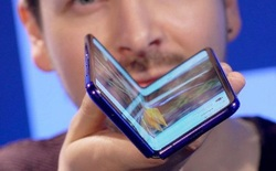 Bạn có nên chờ đợi thêm hay mua luôn Galaxy Fold hay Motorola Razr tại thời điểm này?