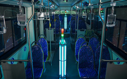 Công ty Trung Quốc khử trùng xe bus bằng buồng tia cực tím, tiết kiệm cả nhân lực và thời gian