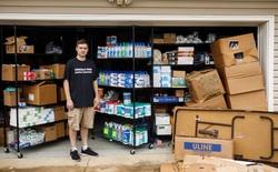 Thương nhân Amazon ôm hận vì trữ 17.700 chai nước sát trùng tay, đành lòng mang từ thiện hết tất cả số hàng