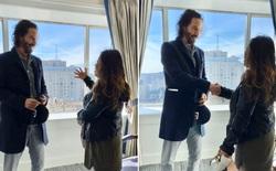 Chiều fan như Keanu Reeves: Selfie vô tư thoải mái, ảnh mà xấu là sẵn sàng chụp lại luôn chẳng hề khó chịu