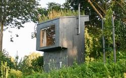 Phòng vệ sinh độc đáo tận dụng chất thải của người dùng để bón phân cho khu vườn mini trên nóc, giá gần 80 triệu đồng