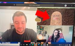 Không biết cách tắt filter, chị sếp biến luôn thành củ khoai tây trong suốt buổi họp online với nhân viên
