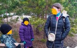 Gia đình Nga cố gắng thoát khỏi đại dịch coronavirus bằng cách sống trong rừng