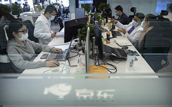 Chuyên gia Trung Quốc đề xuất cho nhân viên công sở ngồi cạnh người họ ghét để thực hiện giãn cách xã hội tốt hơn