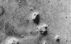 Những bức ảnh chụp trên Sao Hỏa kỳ lạ nhất thế giới: Toàn đất đá mà nhìn ra đủ thứ, từ động vật, thực vật cho đến cả mặt người