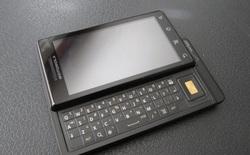 """Nhìn lại Motorola Droid: câu chuyện về sự cạnh tranh giữa các """"bạn cũ"""" - Motorola vs. Apple, Verizon vs. AT&T"""