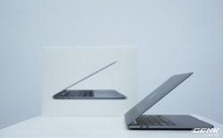 """Cận cảnh MacBook Pro 13"""" 2020 tại Việt Nam: Bàn phím Magic Keyboard mới, chưa có Intel Core i thế hệ 10, kích thước tương đương bản 2019, giá còn khá cao"""