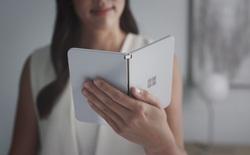 Smartphone hai màn hình Surface Duo sẽ sớm lên kệ trong tháng 8 này, trước cả Galaxy Note20 và Fold 2