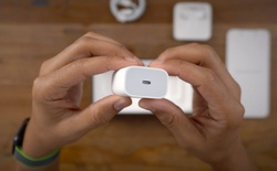 """""""Ông đồng"""" Kuo dự đoán Apple sẽ không bán kèm củ sạc trong hộp iPhone 12, người dùng phải bỏ thêm tiền để có củ sạc 20W"""