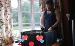"""Internet phát cuồng với đoạn video """"chàng Witcher"""" Henry Cavill tự tay lắp ráp PC gaming từ A đến Z"""