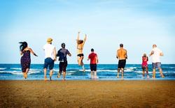Khoa học trả lời: Hè đi chơi biển hay chơi núi sẽ vui hơn? Nên đi lẻ hay đi với lớp?