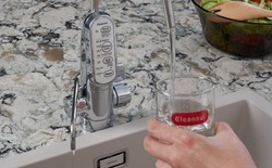 Vì sao người Nhật thích uống nước lọc từ vòi?