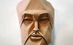 Không cần sách hướng dẫn, anh nghệ sĩ tự mò mẫm cách gấp origami ra hình những khuôn mặt siêu chi tiết, cực kỳ ấn tượng