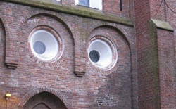 Tại sao chúng ta hay thấy hình khuôn mặt trong những đồ vật vô tri?