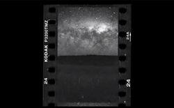 Chụp timelapse Dải ngân hà bằng máy ảnh số xưa rồi, chụp timelapse trên khổ film 35mm mới thực sự bá đạo