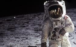 Mặt trăng đang gỉ sét, và nguyên nhân là do...Trái đất