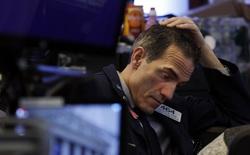 Phố Wall bất ngờ bị bán tháo mạnh, Dow Jones mất hơn 800 điểm, cổ phiếu công nghệ đồng loạt lao dốc