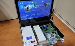 """Đây là chiếc PS4 tự chế, được thiết kế gọn gàng trong vali, đi đâu cũng có thể """"chiến"""" game ngon lành"""