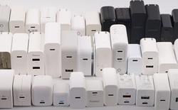 """Bỏ củ sạc chẳng bảo vệ được môi trường, tại sao cả Apple và Xiaomi đều tuyên bố như vậy, chỉ có Motorola là """"thật thà""""?"""