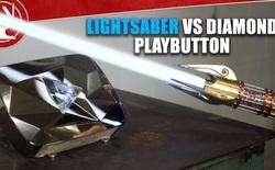 """Đây là Lightsaber với lưỡi kiếm nóng hơn 2000 độ C, có thể """"cắt đứt"""" nút kim cương YouTube cực ngọt"""