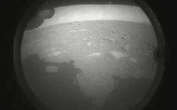 Tàu thám hiểm NASA vừa hạ cánh xuống sao Hỏa và đây là những hình ảnh đầu tiên được gửi về