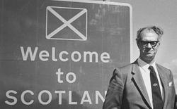"""Xiaomi chi tiền tỷ làm logo đã là gì, chiến dịch đổi slogan du lịch thành """"Welcome to Scotland"""" từng tiêu tốn tới 7,3 tỷ VNĐ cơ!"""