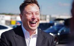 """Con hát mẹ khen hay: mẹ Elon Musk khoe """"anh nhà"""" đạt điểm tin học cao bất thường, đến mức trường phải làm bài kiểm tra lại"""