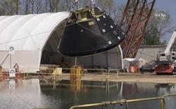 Xem cách NASA thả tàu vũ trụ Orion xuống bể nước lớn để kiểm tra khả năng va chạm khi hạ cánh
